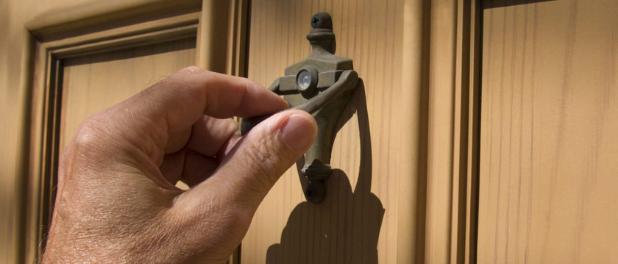 hand knocking door